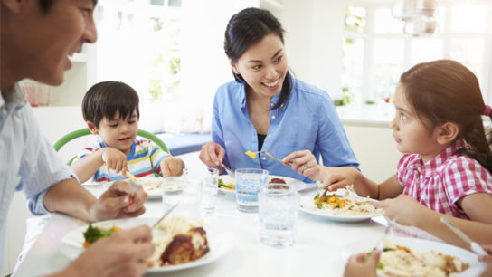 Family meals crucial in fighting childhood obesity