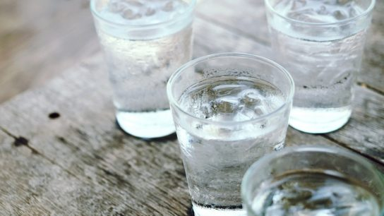 Glasses-water_G_558302225