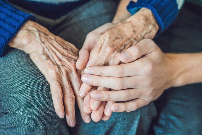 Old-young-hands_G_900614738